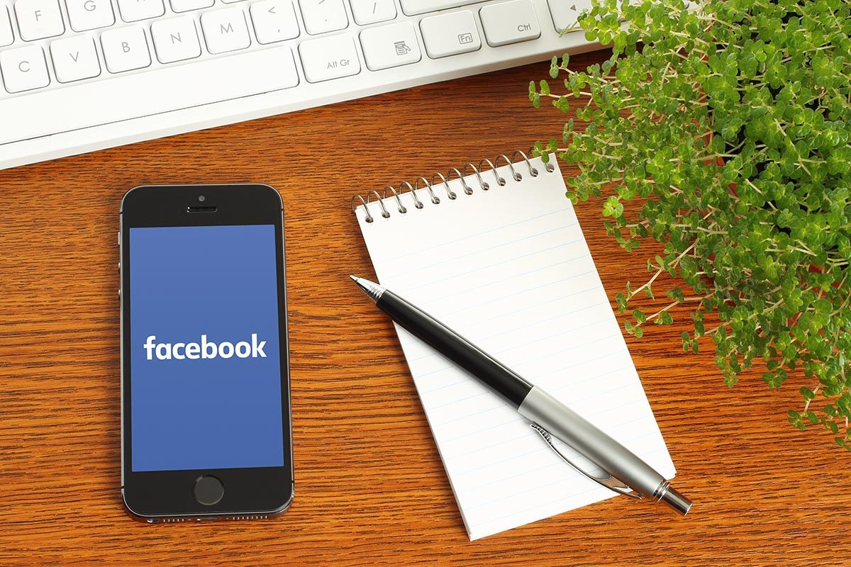 Smartphone using Facebook marketing for business